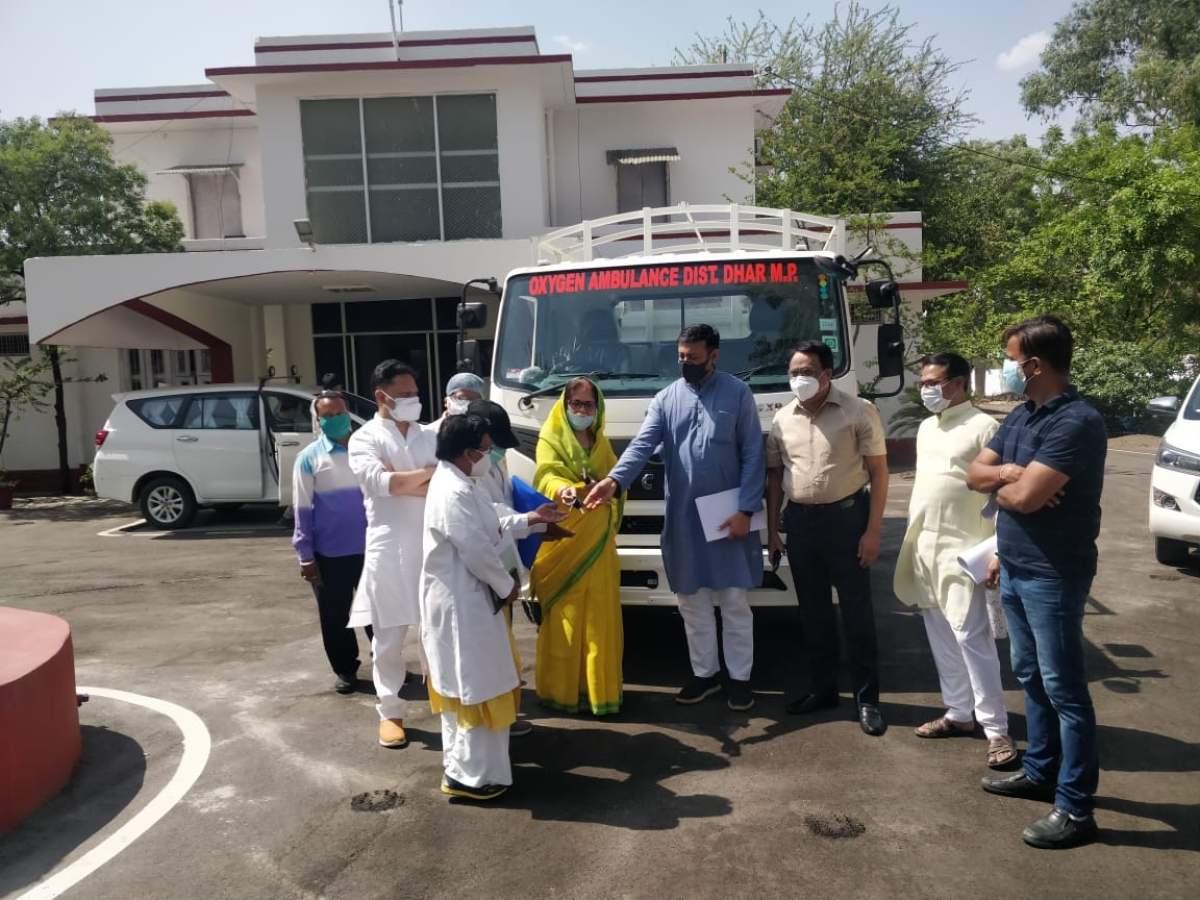 State's Industrial Policy and Investment Promotion Minister and Covid minister incharge of the district, Rajvardhan Singh Dattigaon, handed over oxygen ambulance on Thursday