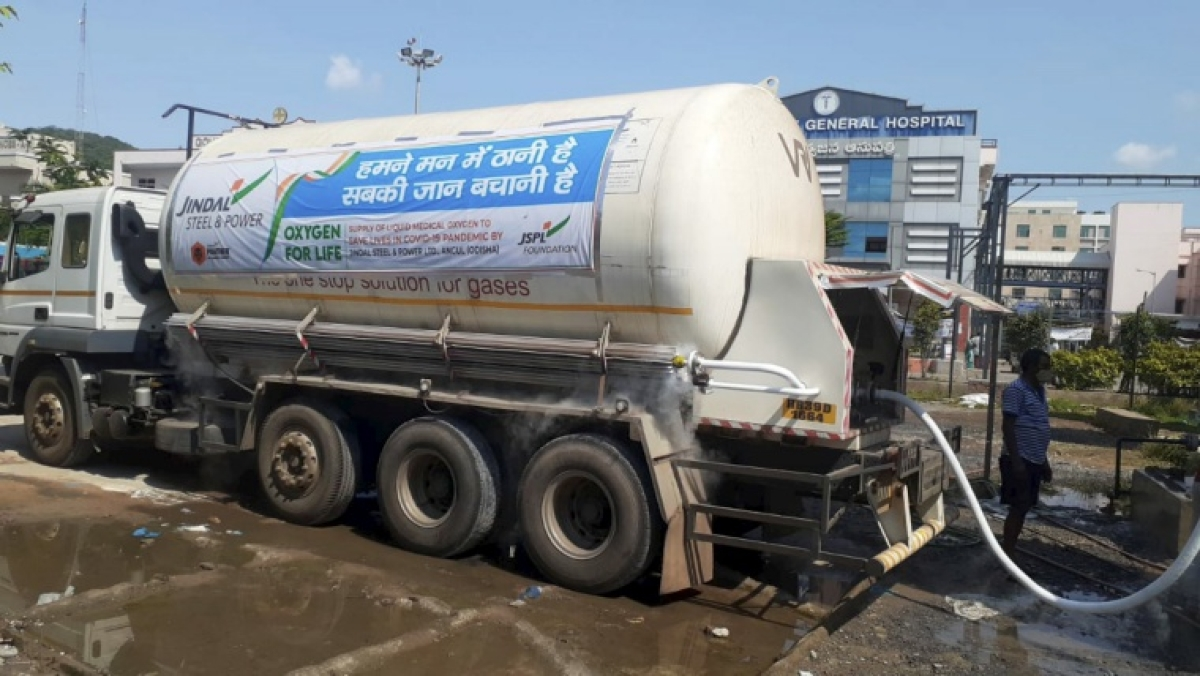 COVID-19: NHAI exempts tankers-containers carrying liquid medical oxygen from toll fee
