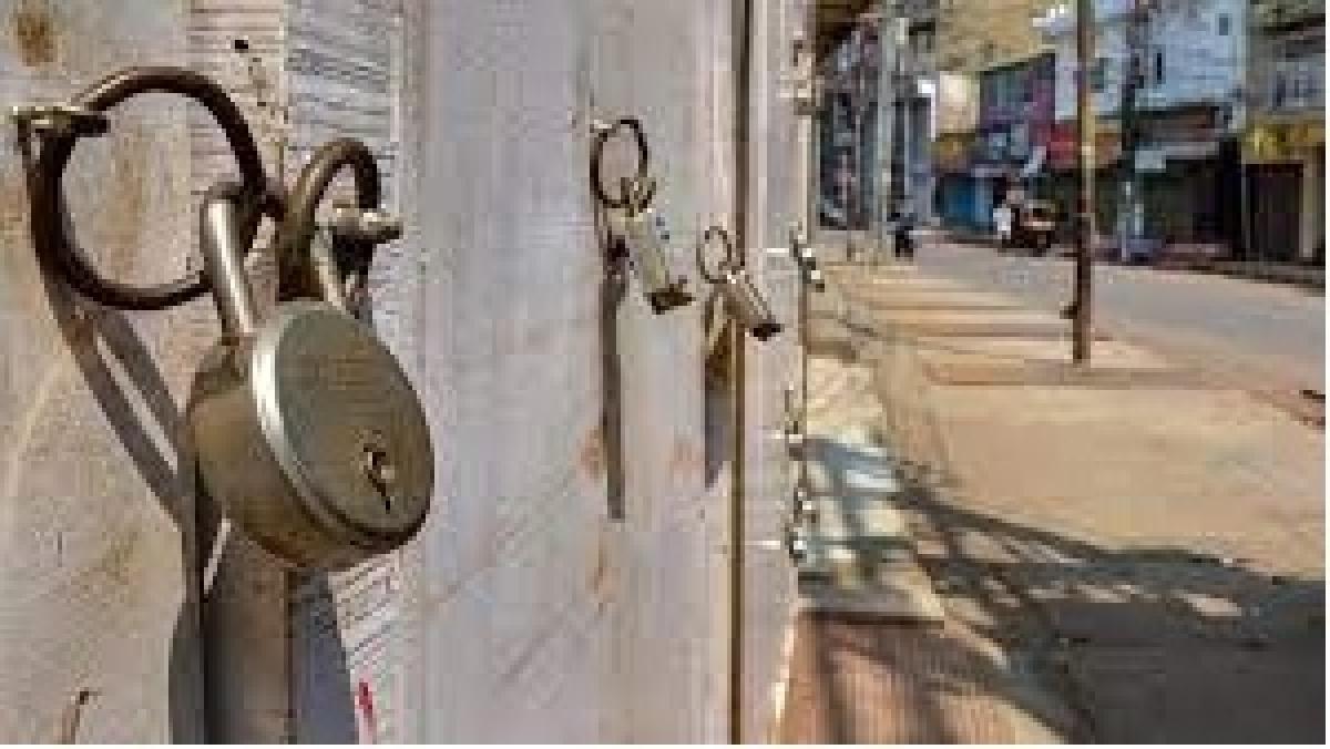 Maharashtra Govt asks 15 districts to explore complete lockdown