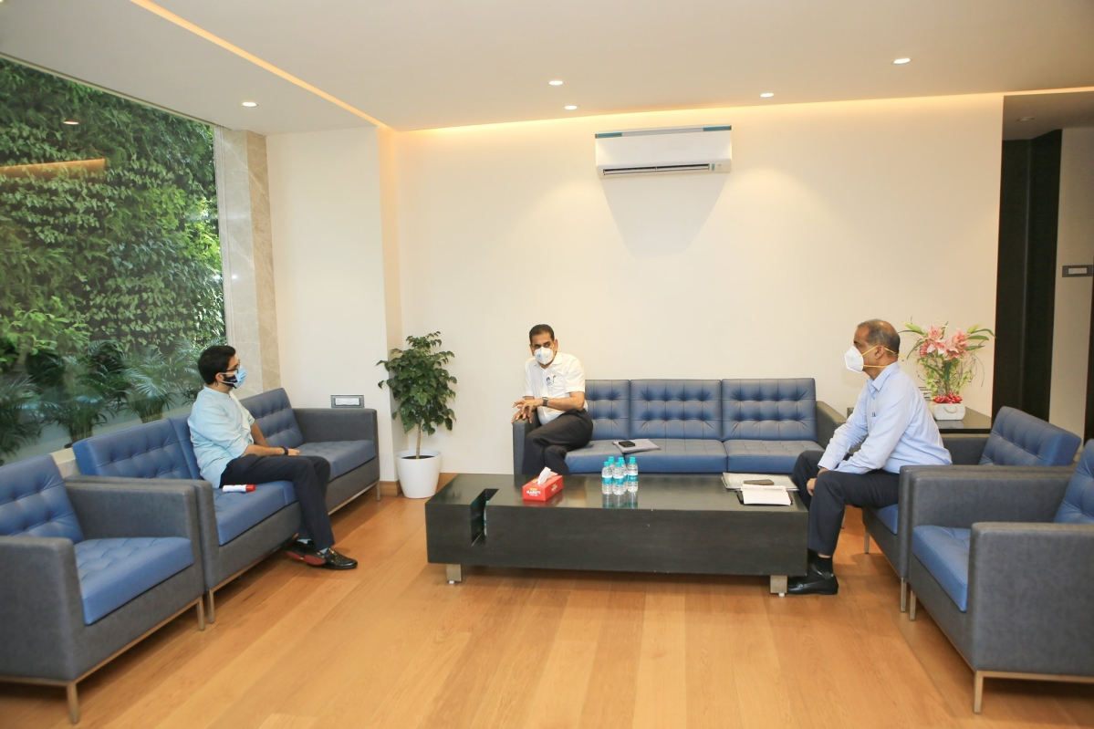 Mumbai: Aaditya Thackeray meets with BMC chief Iqbal Singh Chahal, discusses strategy for COVID-19 vaccination, third wave