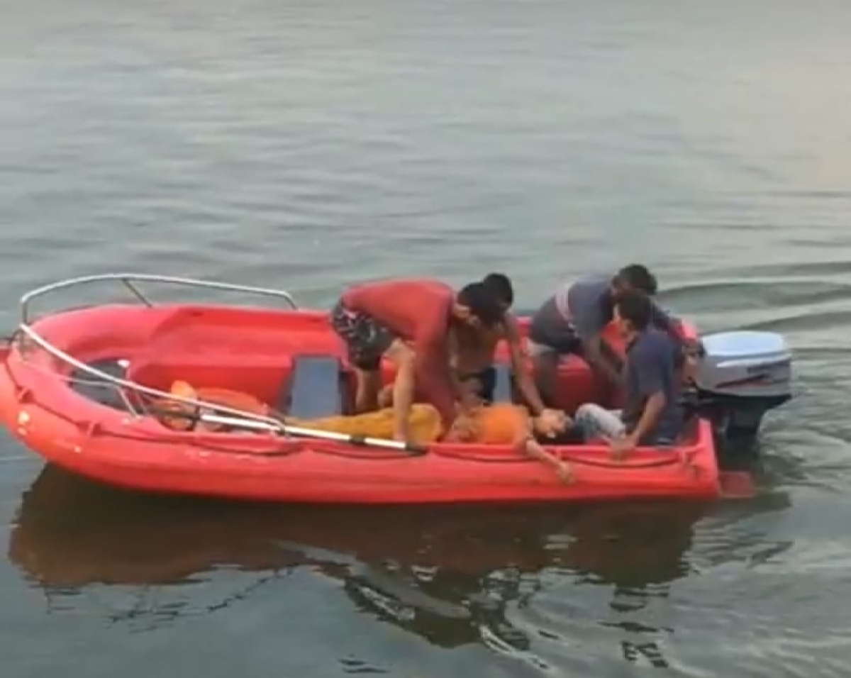 A team of divers rescuing the girl