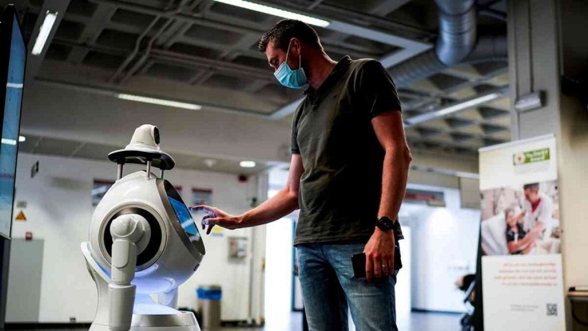 New telepresence robot helps Covid patients communicate with family