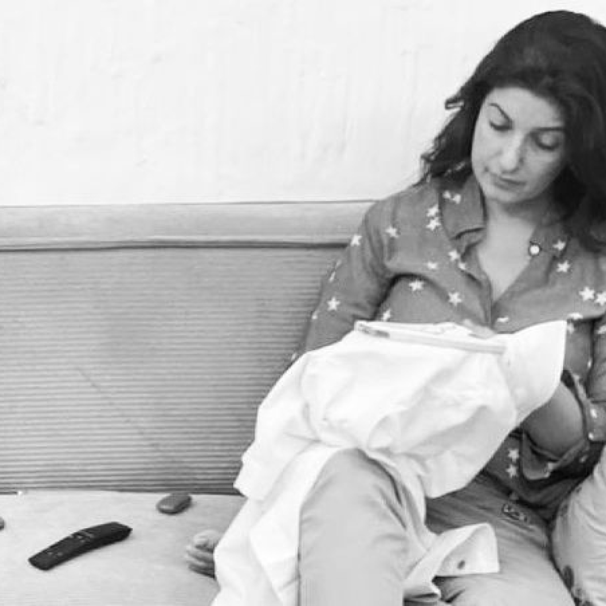 Twinkle Khanna has an epic reply to troll who asked if she has a 'device' to click 'such' pics