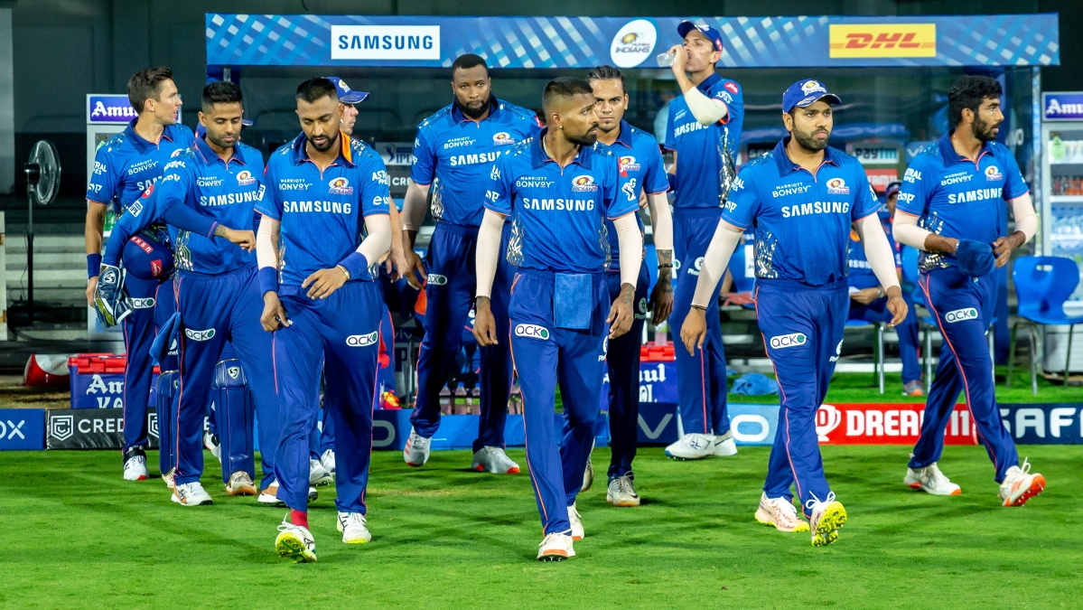 IPL 2021: Mumbai Indians' Australian contingent to fly to Maldives; here's the travel update on MI players, support staff and management