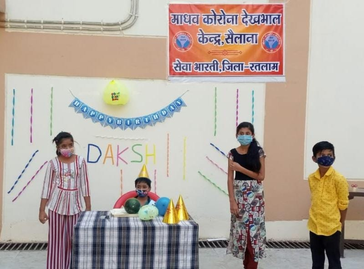 Ratlam: 6-year-old boy's birthday celebrated in Sailana's Covid care centre, patients join celebration