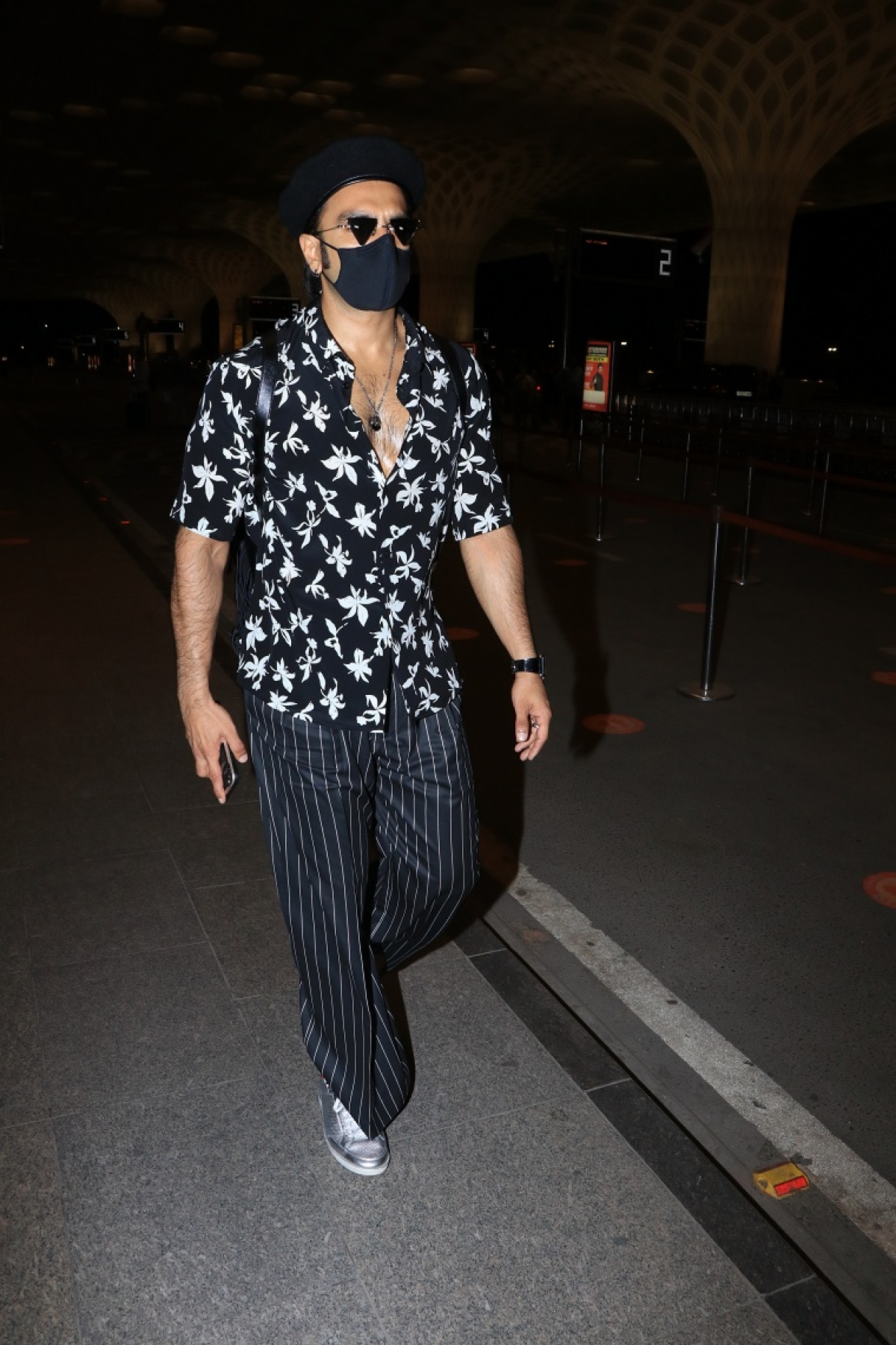 Go black and white celeb style: Ranveer Singh, Preity Zinta, Kanika Kapoor and other celebs give monochrome goals