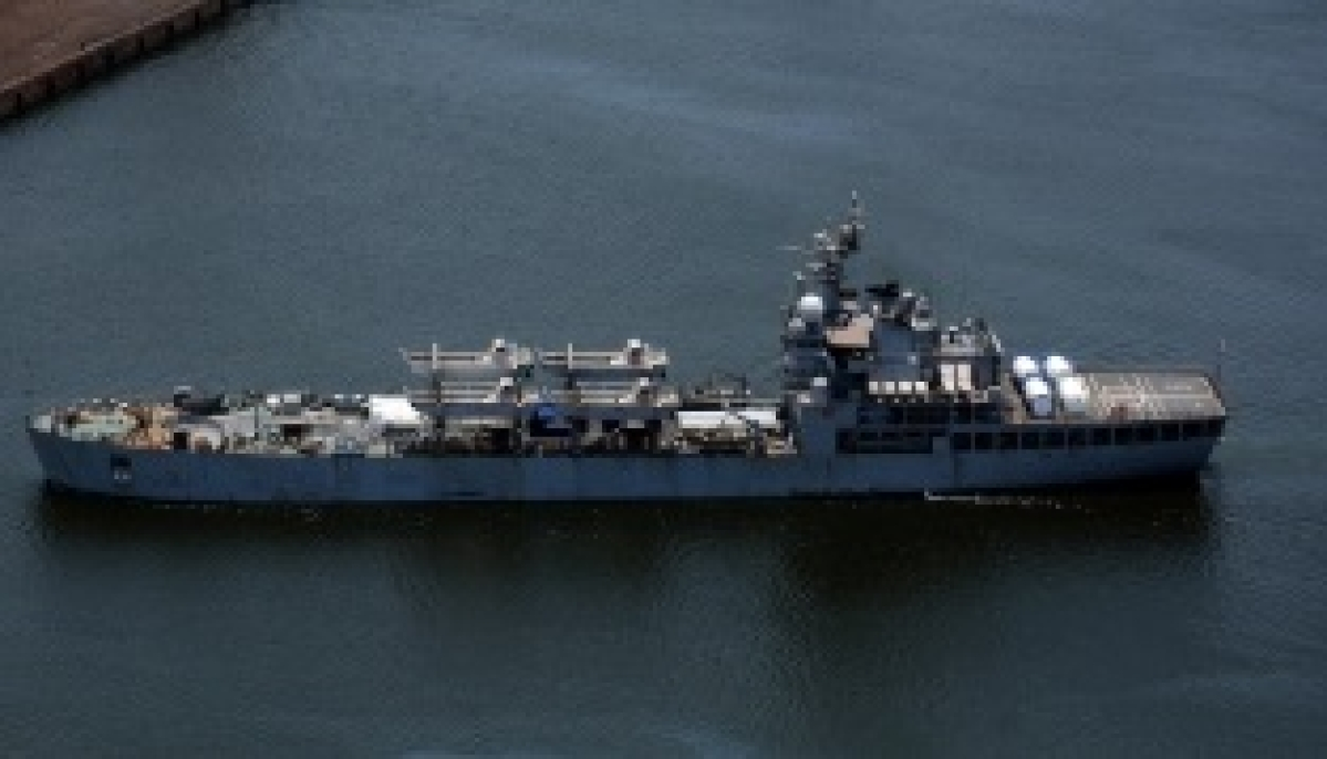 Indian Naval Ships Kochi and Tabar reach New Mangalore Port with oxygen & critical medical supplies