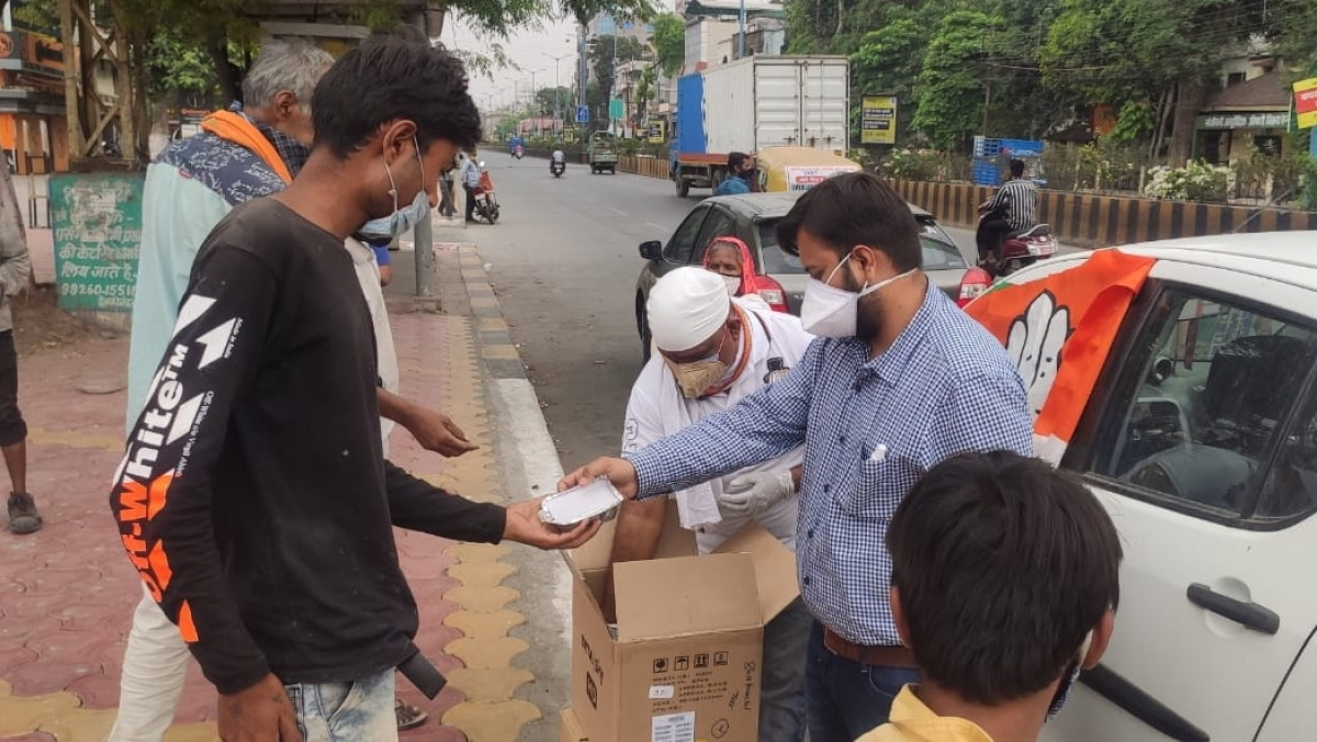 Volunteers providing the necessities to the elderly in Indore and nearby areas