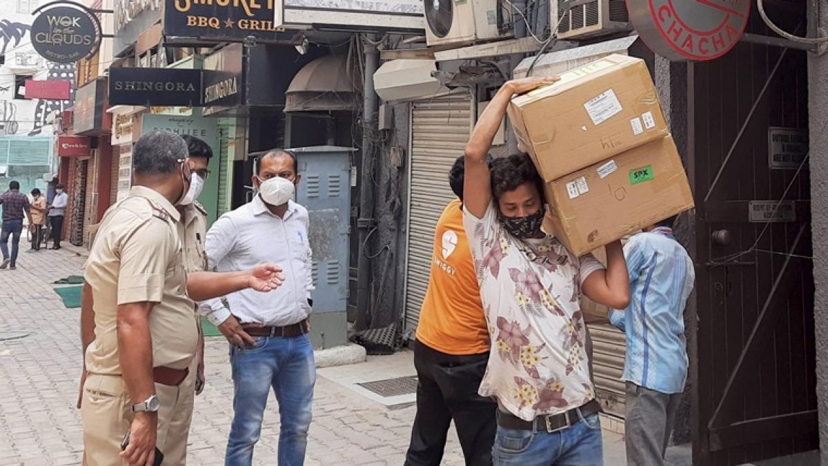 Delhi Police issue lookout notice against businessman Navneet Kalra in oxygen concentrators black marketing case