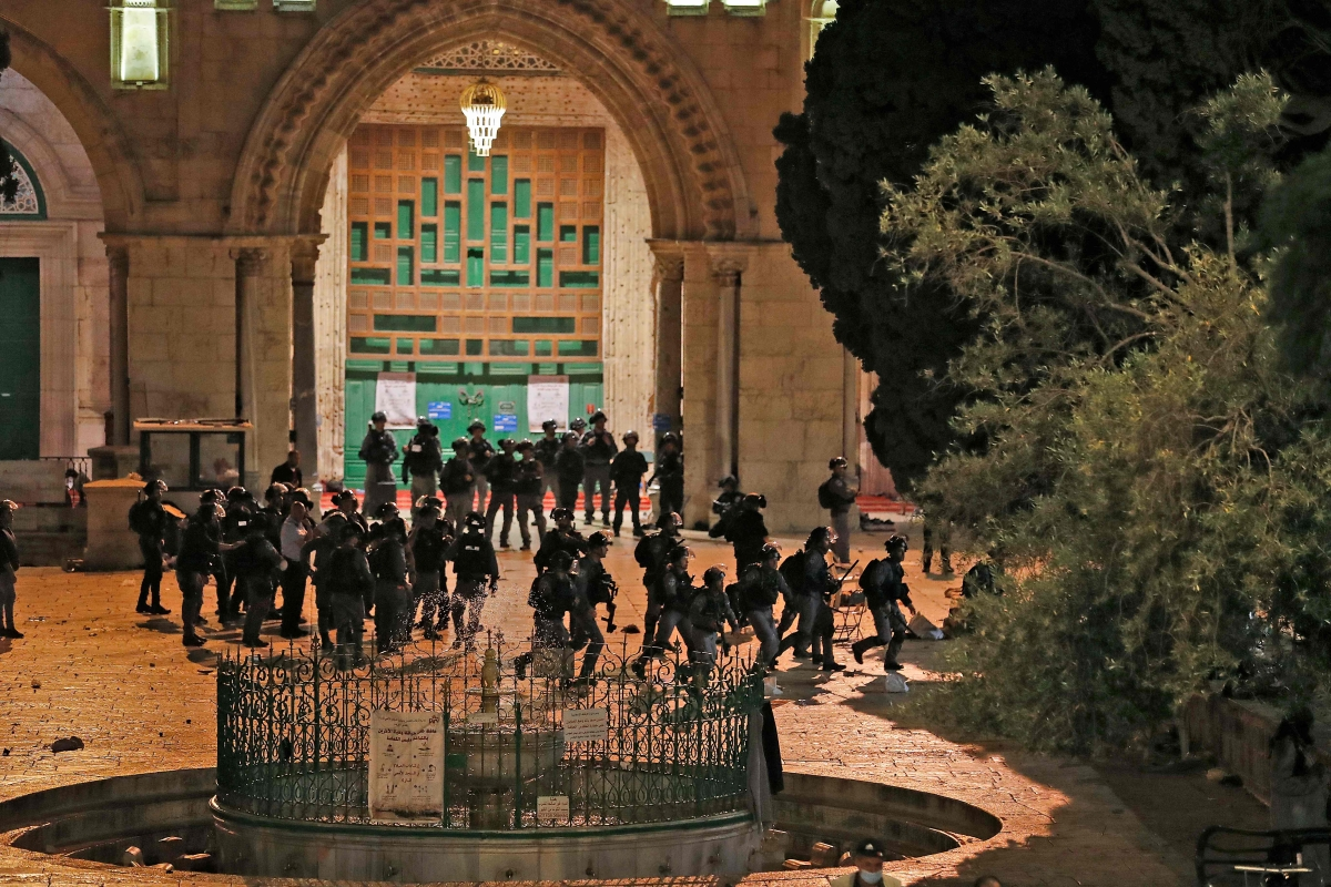 Palestinians, Israel police clash at Al-Aqsa mosque; 205 injured