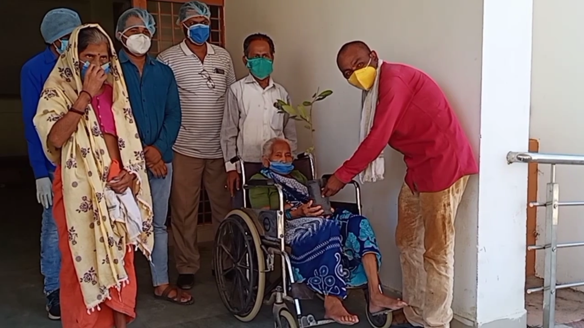 Barwani: Two women, 85 and 65 years of age, return home in Khetia after beating corona