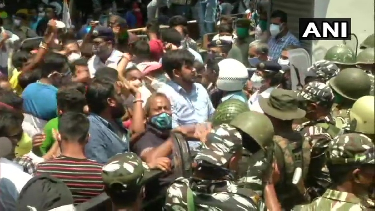 Chaos in Kolkata over arrest of TMC leaders and former minister; Mamata Banerjee agitates in front of CBI office