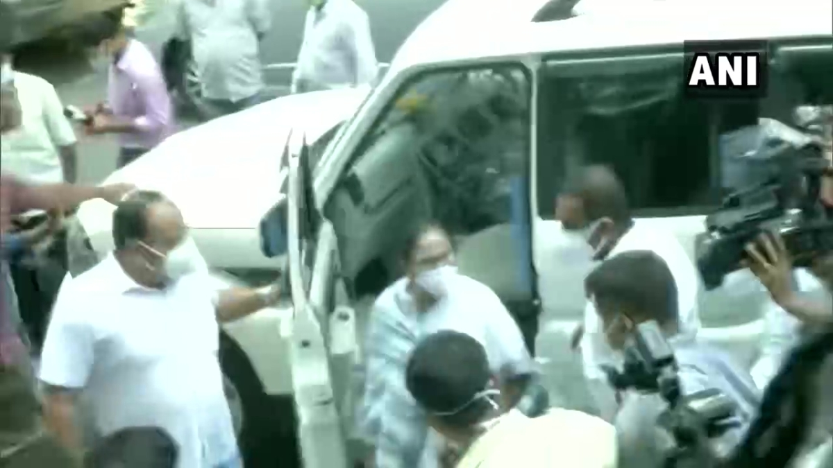 Two West Bengal Cabinet Ministers arrested over Narada scam; CM Mamata Banerjee at CBI office
