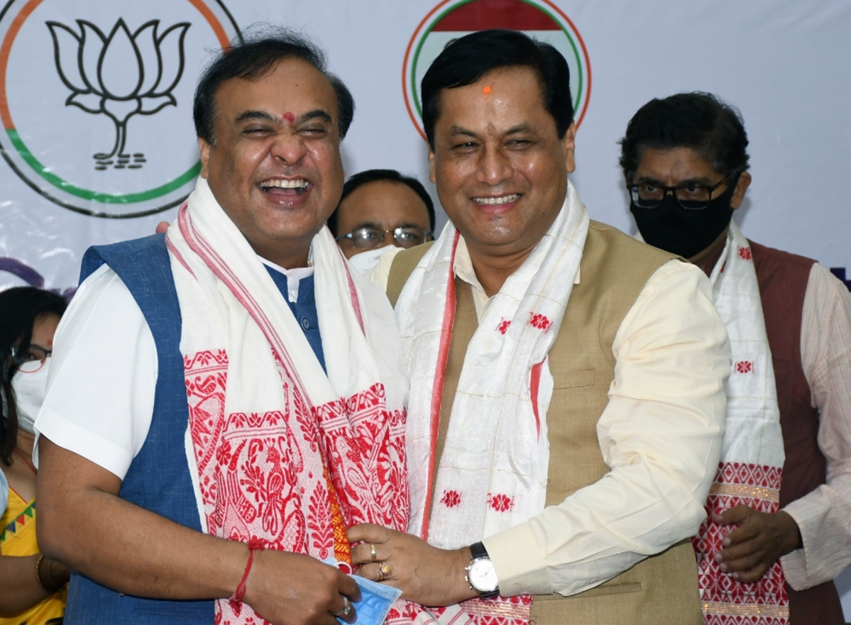 Assam, May 09 (ANI): Assams Chief Minister-designate Himanta Biswa with BJP leader Sarbananda Sonowal during a BJP Legislative party meeting in Guwahati on Sunday. (ANI Photo)