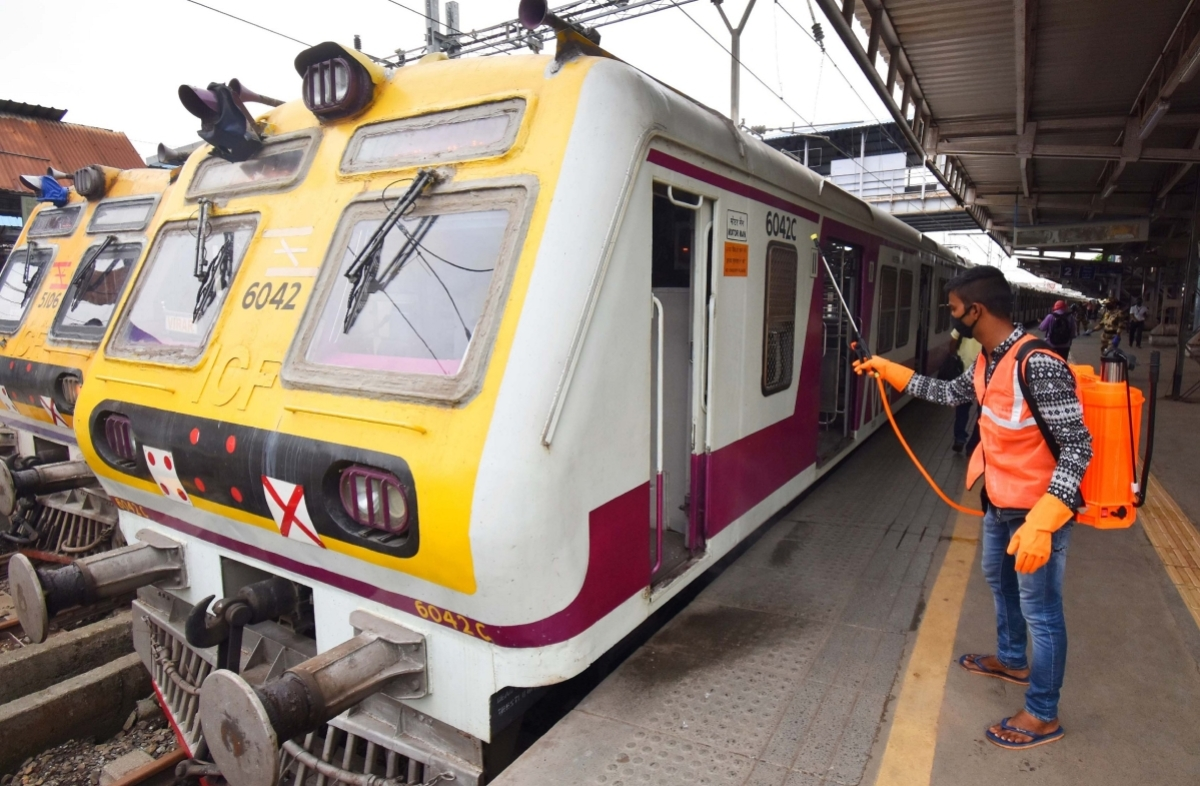Mumbai: Central Railway installs electric wipers on local trains