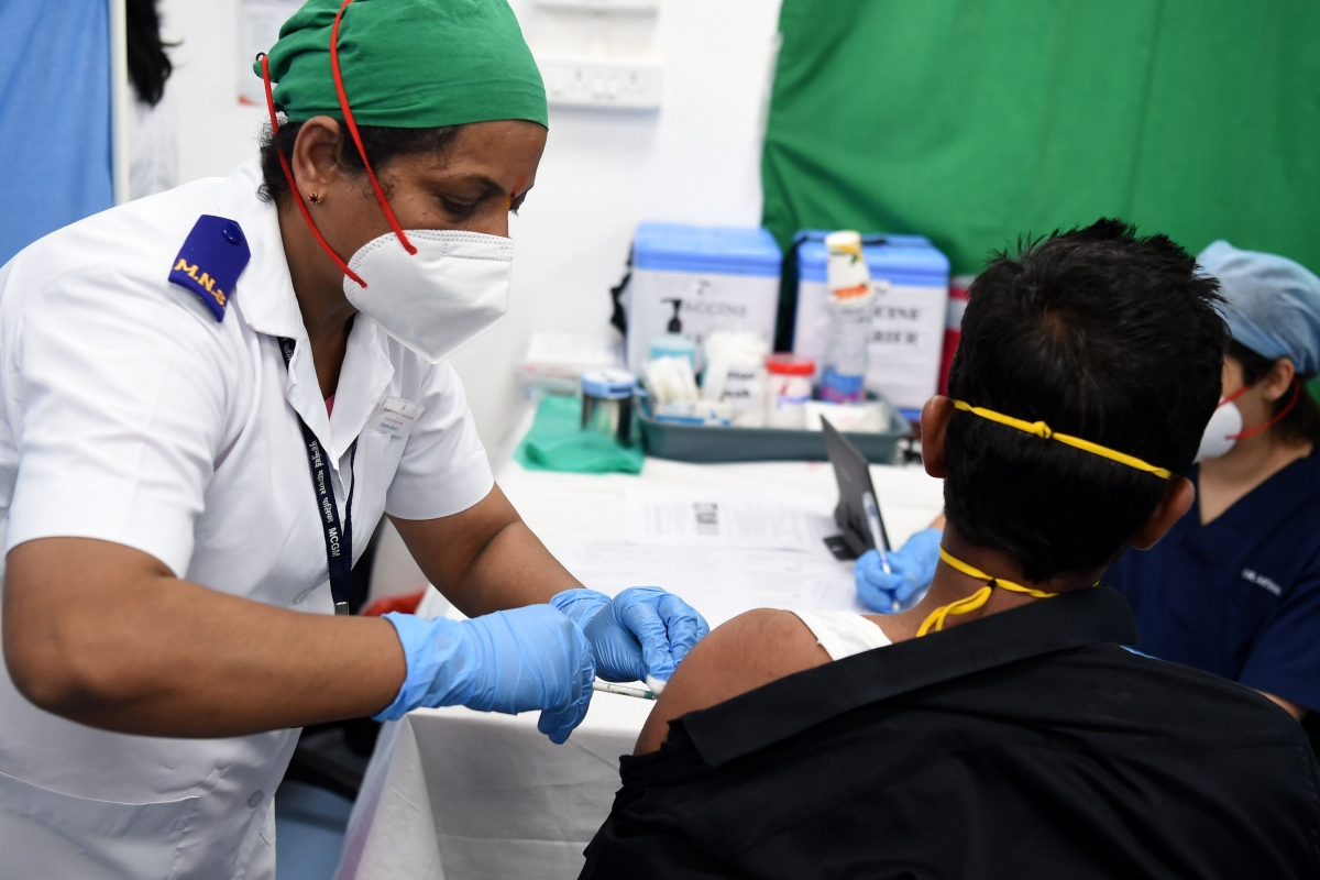 Mumbai: People throng drive-in vaccination centre in Dadar after hoax message