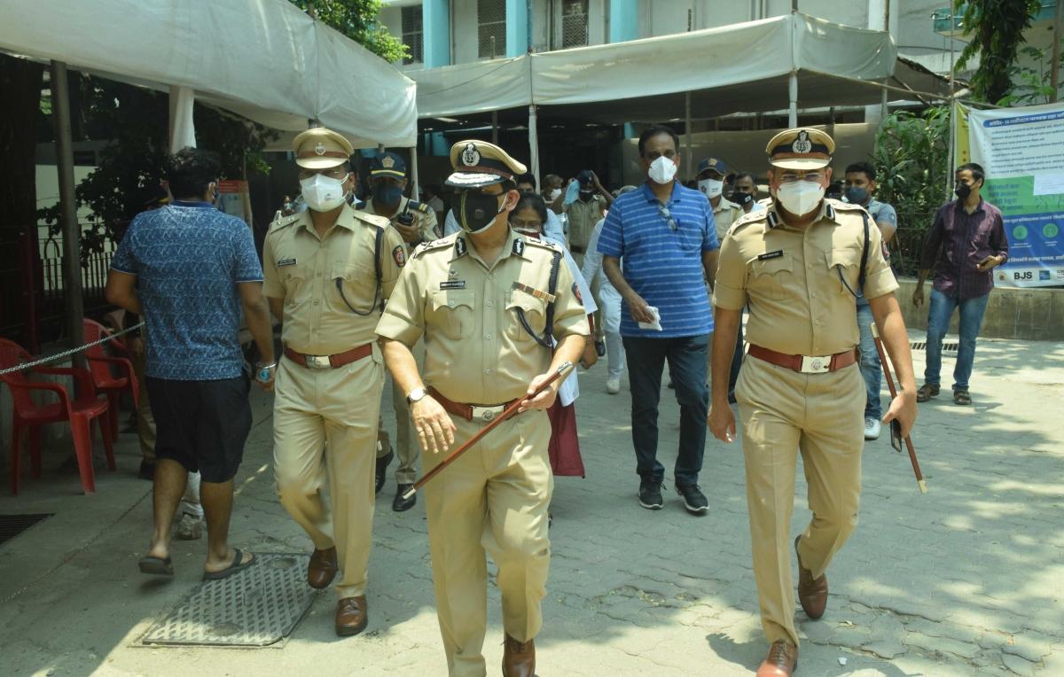 Eid-ul-Fitr 2021: Mumbai Police Commissioner Hemant Nagrale urges Muslims to offer namaz at home