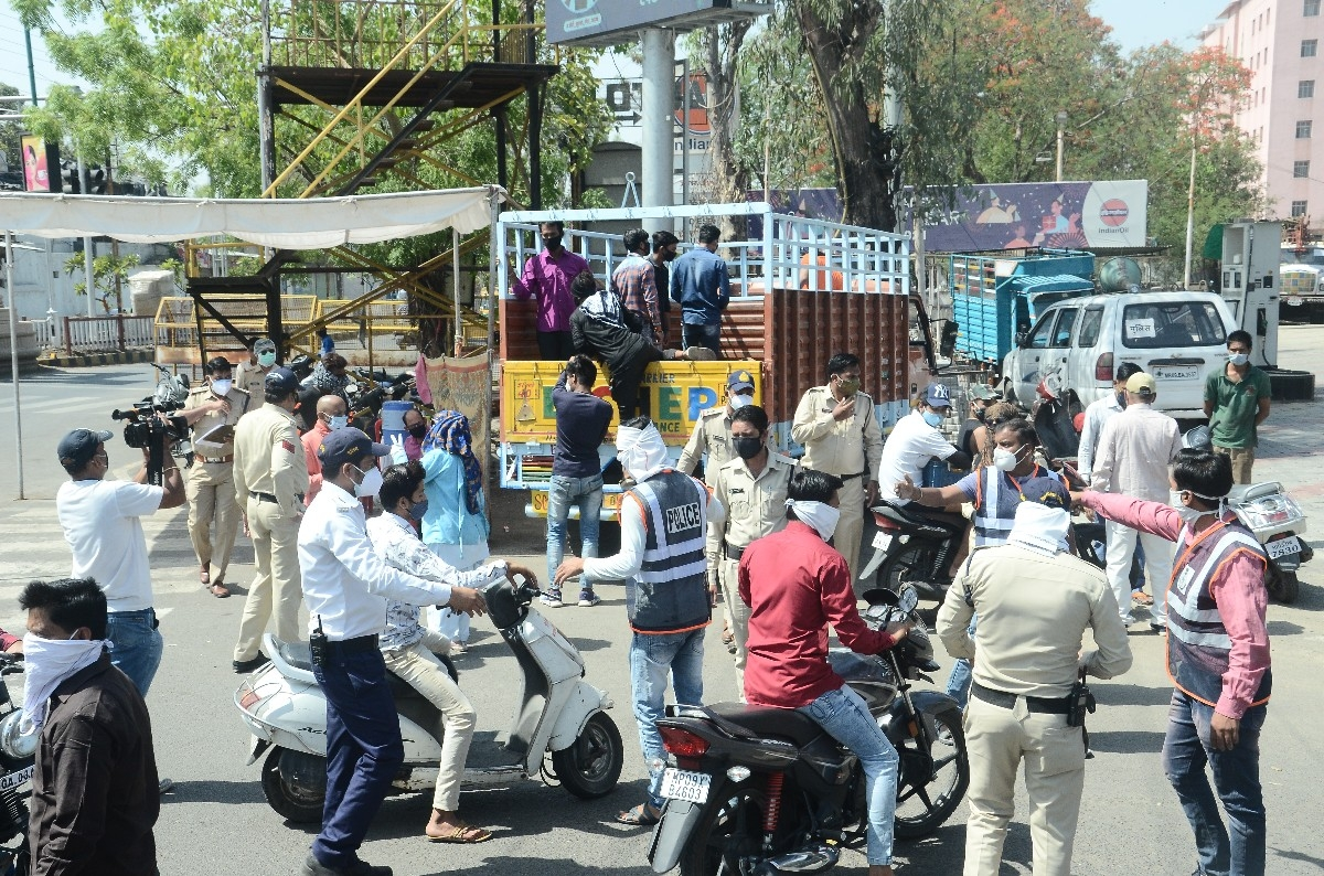 As the locals continue to defy the Janta Curfew restrictions, the cops launched a strict drive against corona norms flouters and sent them to open jail in Ujjain on Friday