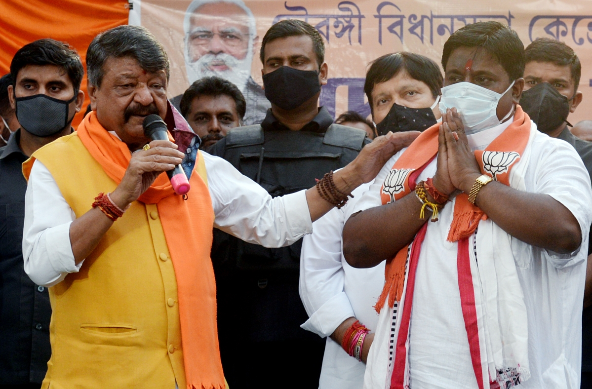 BJP leader Kailash Vijayvargiya addresses an election rally in support of a BJP candidate Devdutta Maji ahead of the seventh phase of the West Bengal Assembly election, in Kolkata