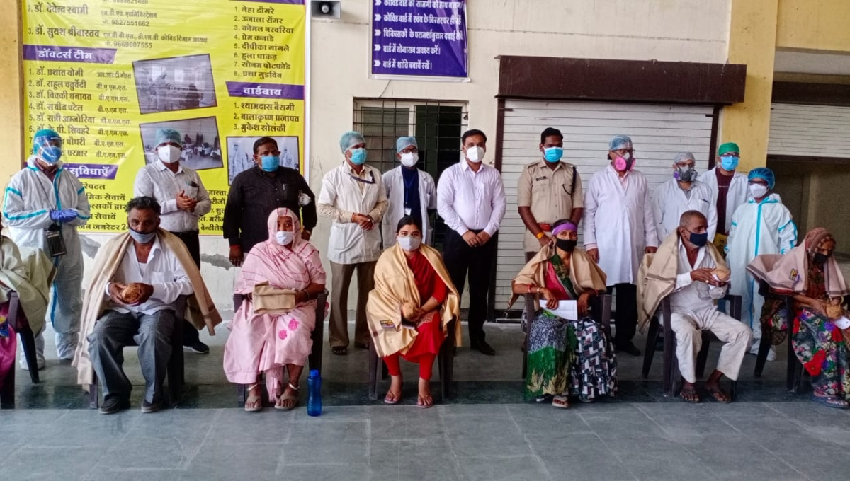 People who got discharged from Covid Care Centre in Barnagar village of Ujjain district