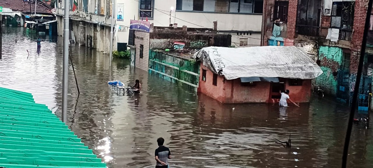 As heavy rains batter West Bengal, COVID-19 hospitals flooded in knee-deep water