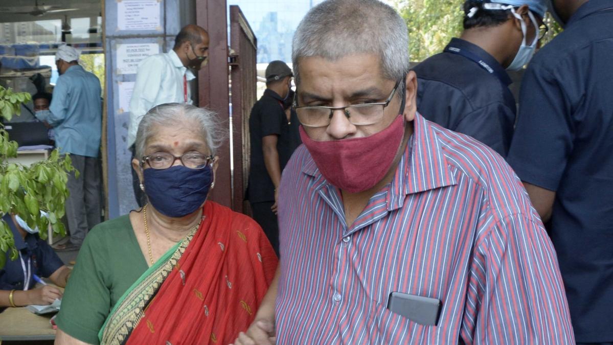 Mumbai: Chaos continues at COVID-19 vaccination centres