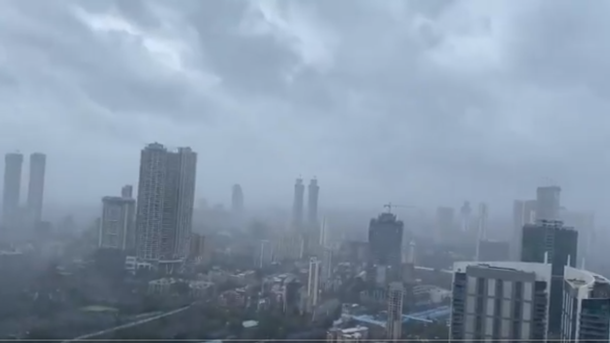 Cyclone Tauktae turns 'extremely severe'; Mumbaikars share pics and videos on Twitter