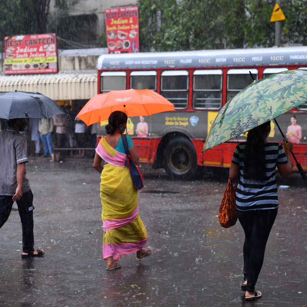 Mumbai weather update: City wakes up to light rain, IMD predicts partly cloudy sky with possibility of drizzle for next 24 hours