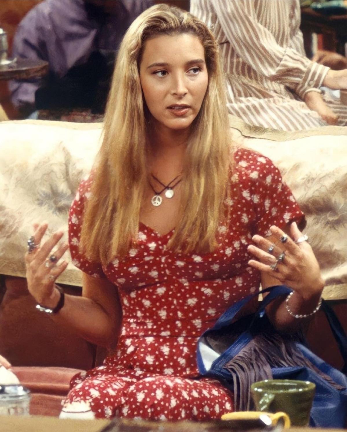 Phoebe played by Lisa Kudrow