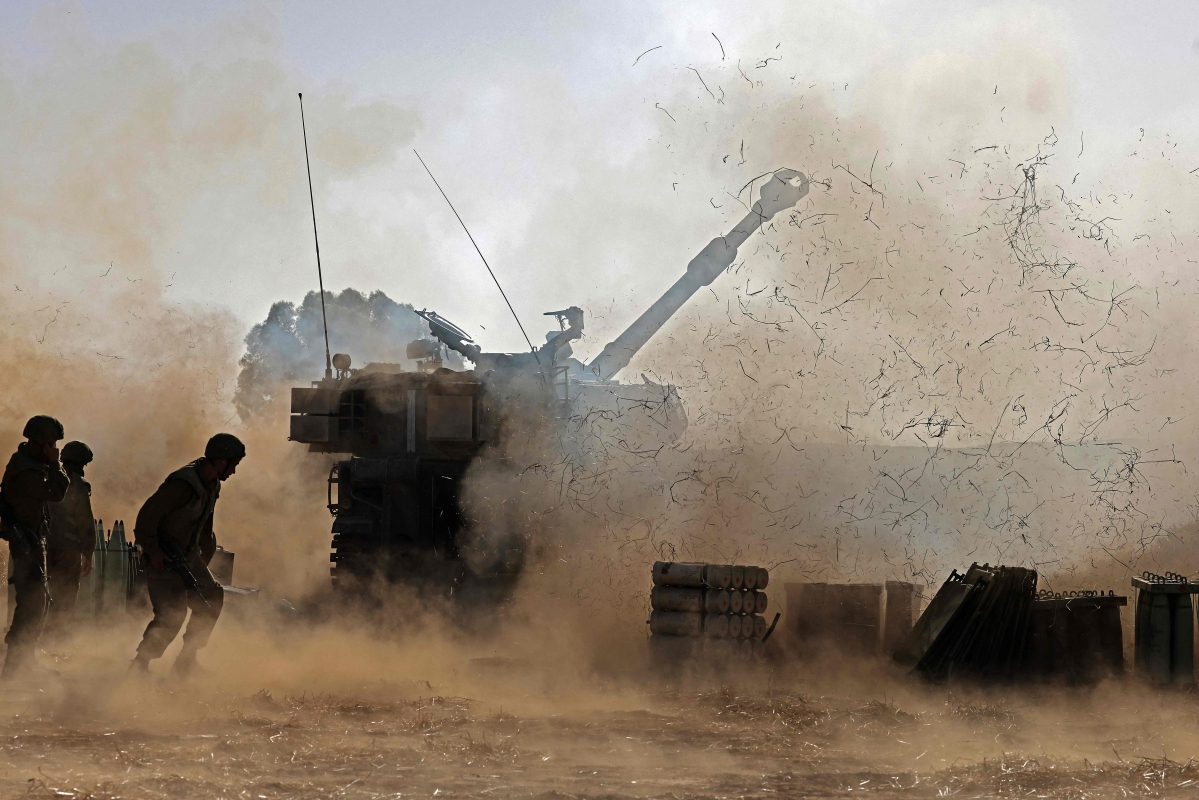 """Israeli soldiers fire a 155mm self-propelled howitzer towards the Gaza Strip from their position near the southern Israeli city of Sderot on May 12, 2021. - Israels Defence Minister Benny Gantz vowed more attacks on Hamas and other Palestinian militant groups in Gaza to bring """"total, long-term quiet"""" before considering a ceasefire."""