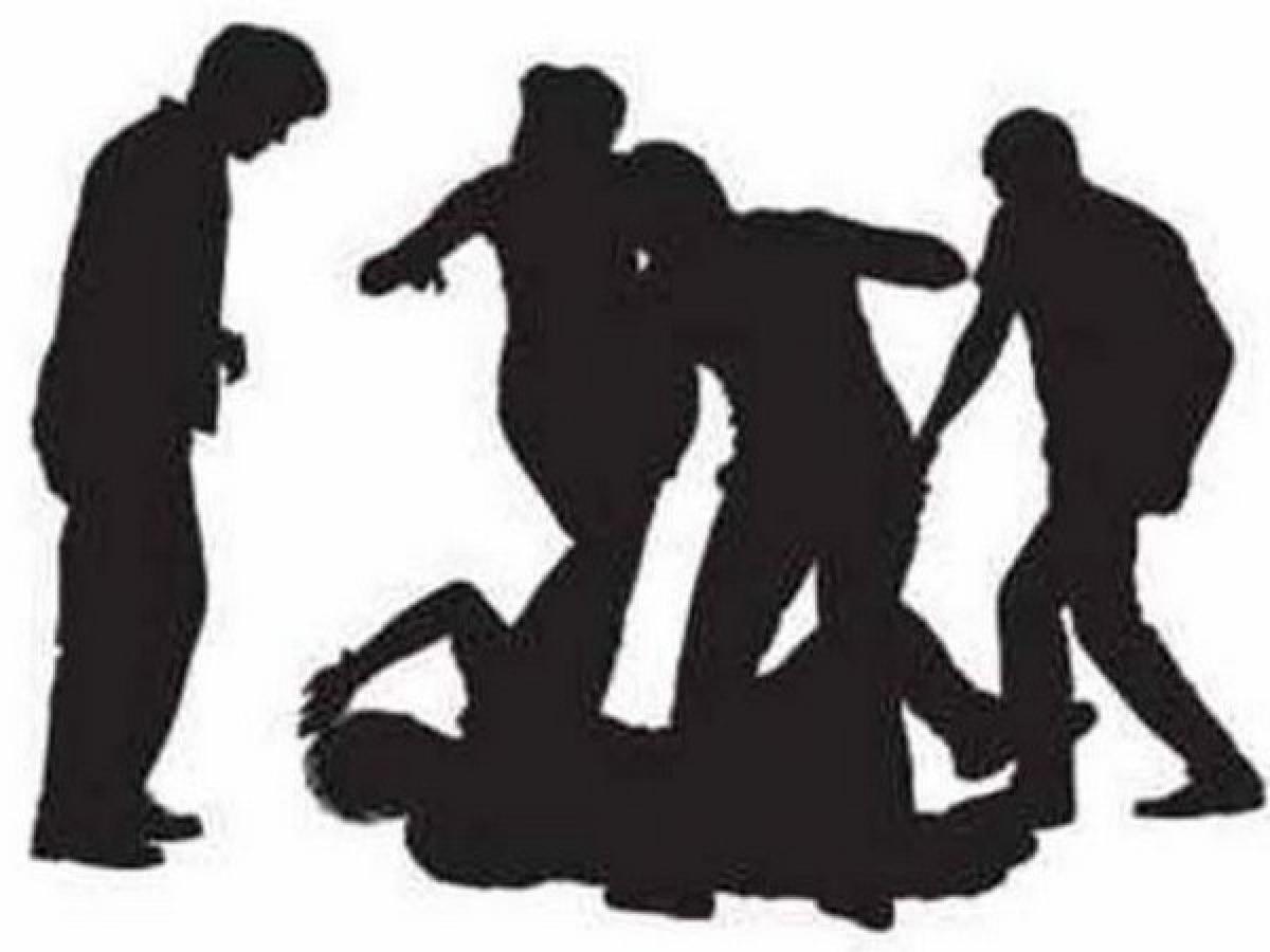 Watch videos: Heart patient beaten brutally during corona curfew in Chhatarpur in Madhya Pradesh