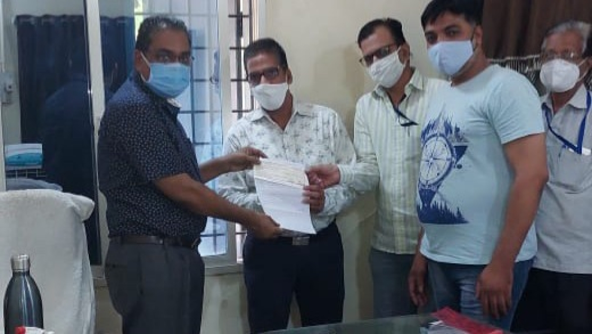 Mandsaur: Staff of District Coop Bank donates Rs 20L for kin of corona patients