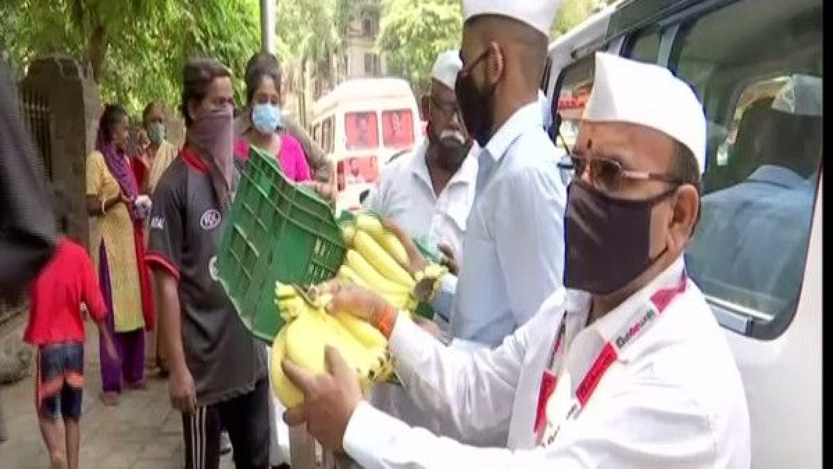 Mumbai Dabbawalas distribute food at COVID care centres, hospitals
