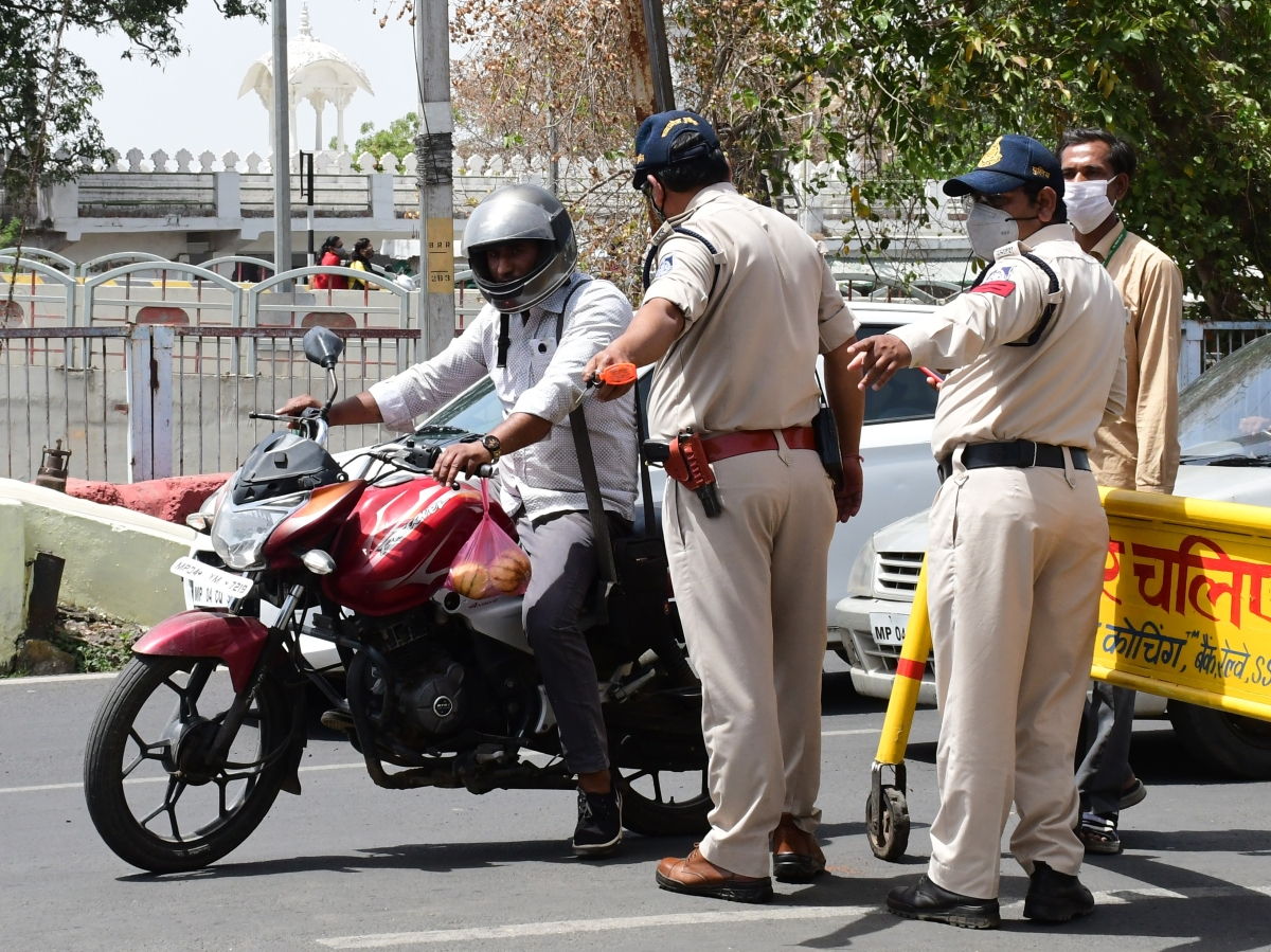 Bhopal: DGP Johari warns on public-policy clashes, many incidents reported during enforcement of the curfew