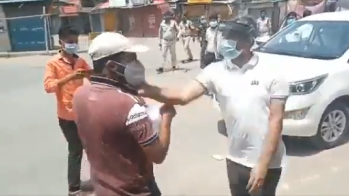 District collector slaps youth, smashes his phone for violating lockdown norms in Chhattisgarh; apologises after video goes viral