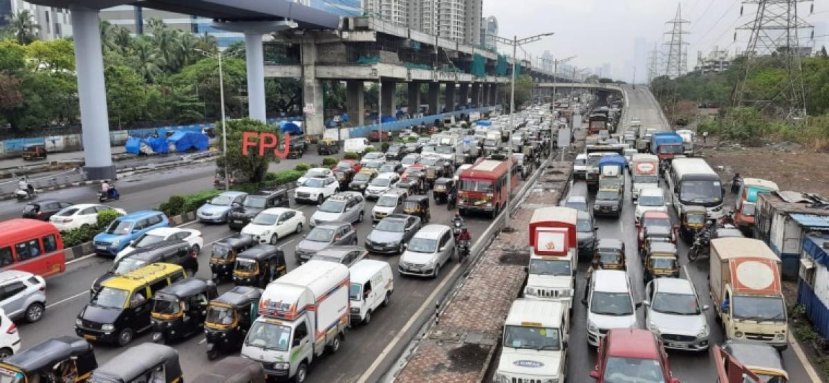 Mumbai: Traffic snarls on WEH on Wednesday morning between Goregaon and Andheri