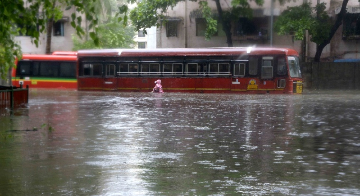 Due to Heavy rain Water logging bus stuck at Khar west sv road