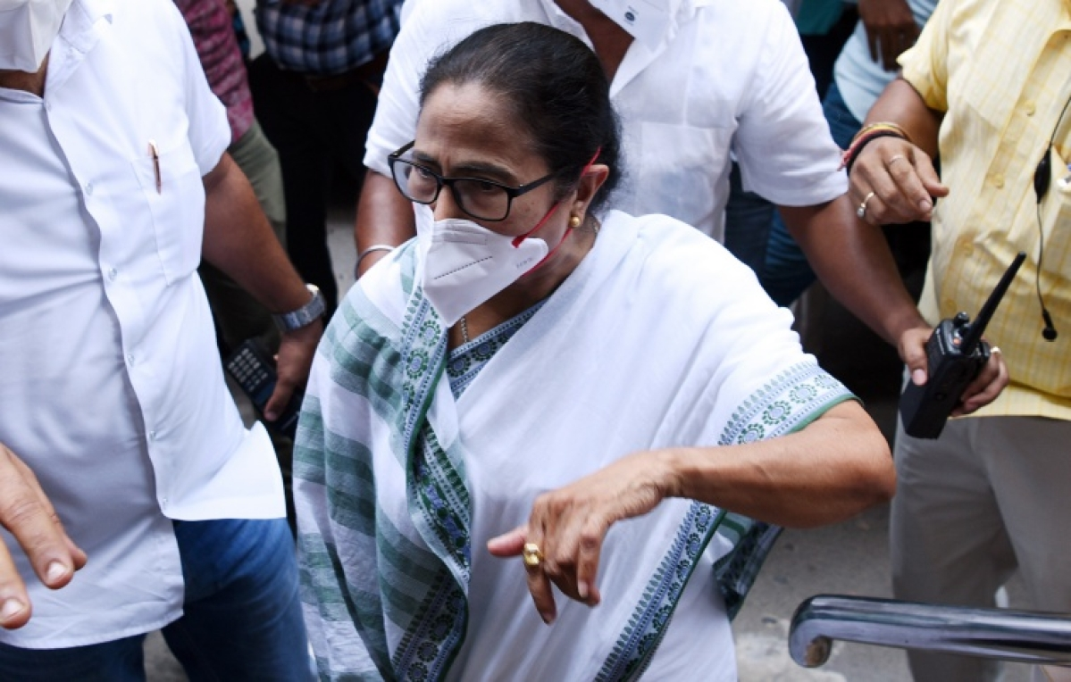 Narada sting case: West Bengal CM Mamata Banerjee sits on dharna as CBI arrests TMC leaders
