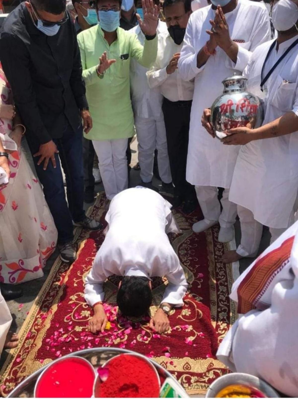 Nath pay obeisance to the presiding deity at Mahakaleshwar Temple in Ujjain on Saturday