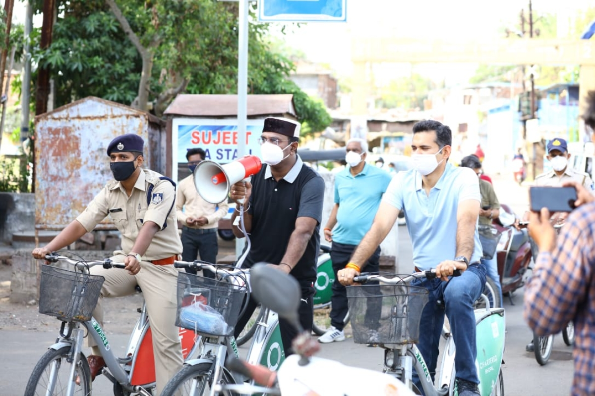 Bhopal: Minister paddles his way to raise awareness against corona 4 days before unlock