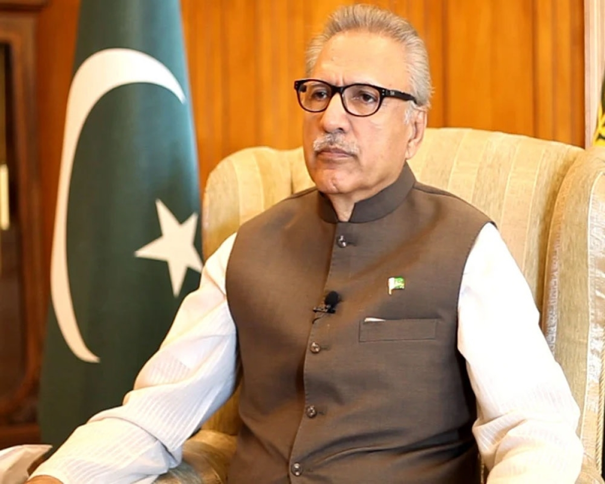 Pak Prez allows use of EVMs in general elections
