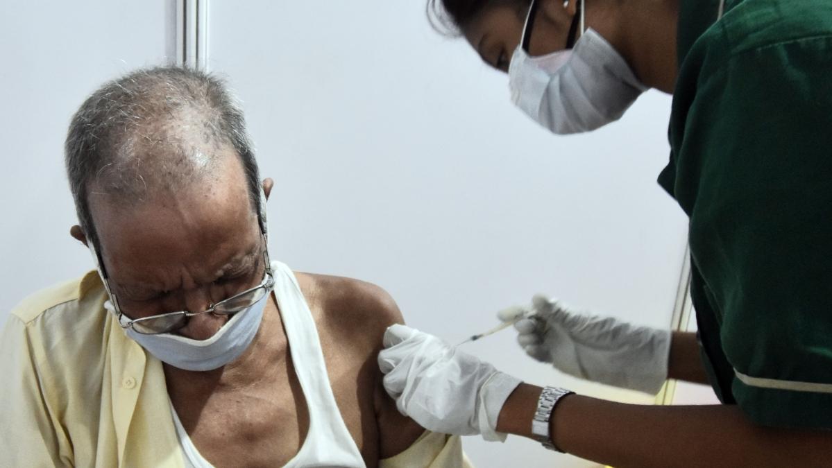 Mumbai: BJP MP urges BMC to start door-to door vaccination