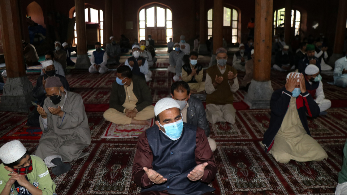 In Photos: Kashmir witnesses a lowkey Eid ul-Fitr amid curfew due to Coronavirus
