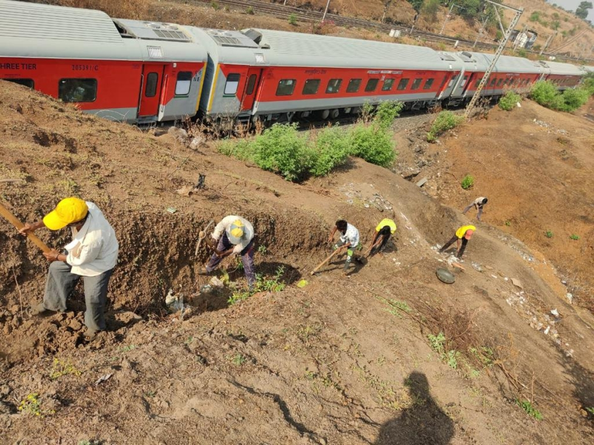 Maharashtra: Time runs out for Central Railway to remove dangerous boulders