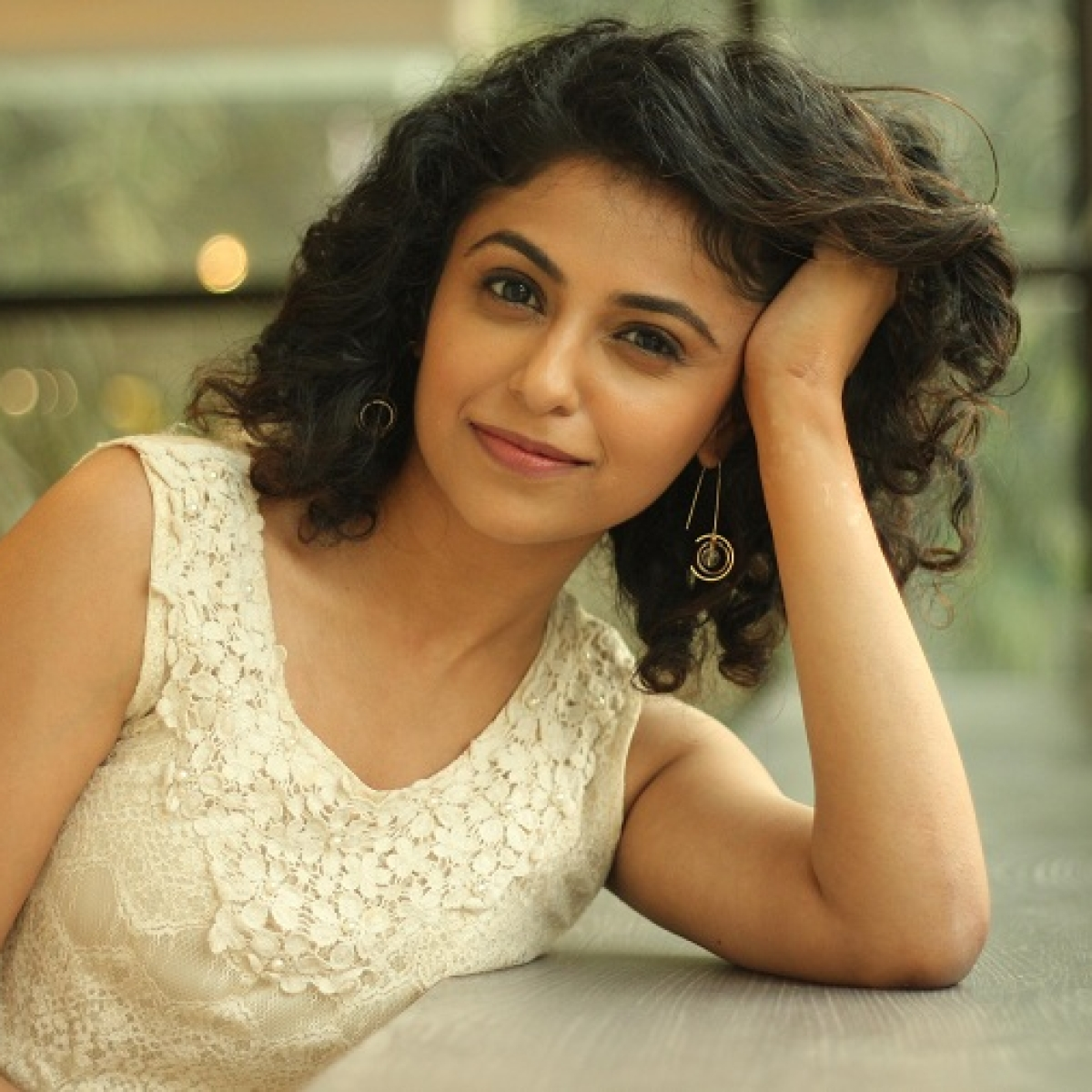 'Student of the year' actor Manasi Rachh gives a peek into her bookshelf & shares list of fave authors