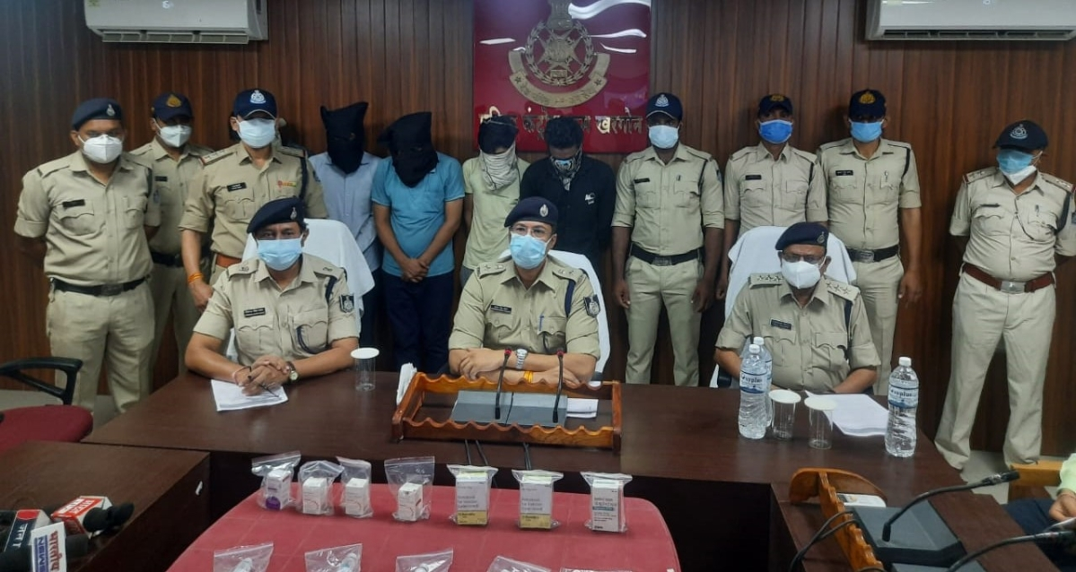 Khargone police team with accused here at district headquarters