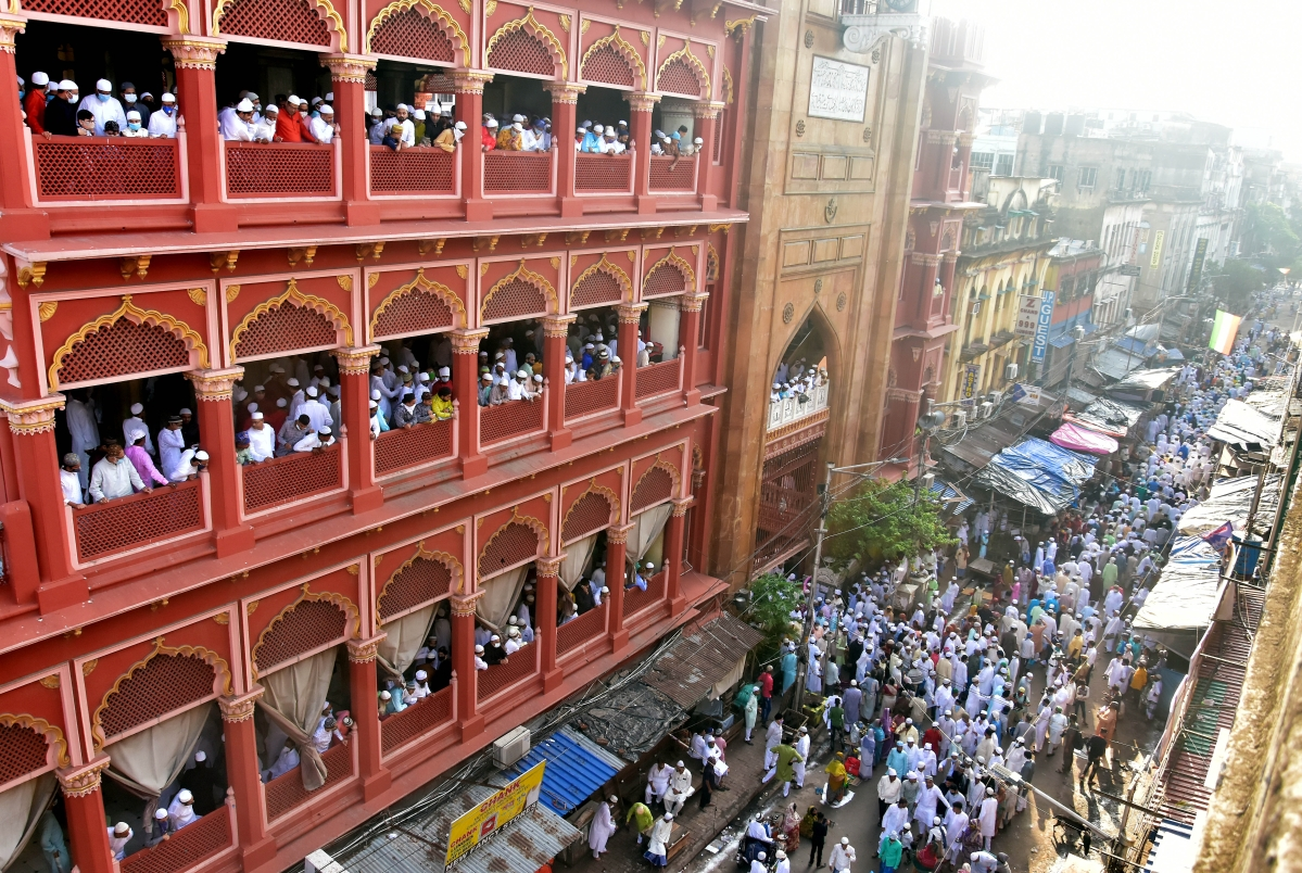 Muslims Devotees flouting social distancing norms as they celebrate Eid ul-Fitr at Nakhoda masjid in Kolkata on Friday.