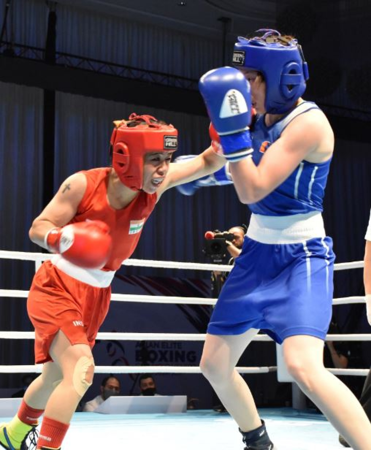 Mary Kom (red) in action