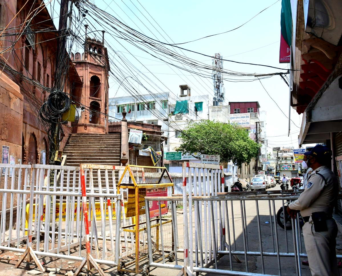 Bhopal: Fearing corona, residents restrict the entry of outsiders into colonies