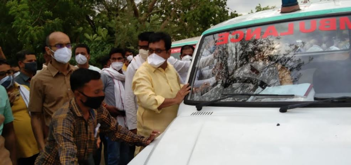 Minister Vijay Shah pushing an ambulance vehicle before flag off in Harsud on Wednesday
